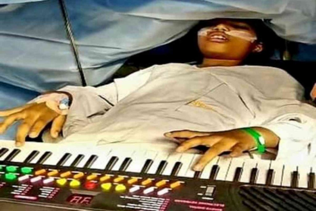 9 yr old girl plays piano for 6 hours while undergoing brain surgery