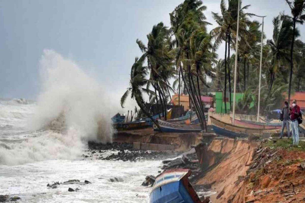 Cyclone Tauktae Mumbai c