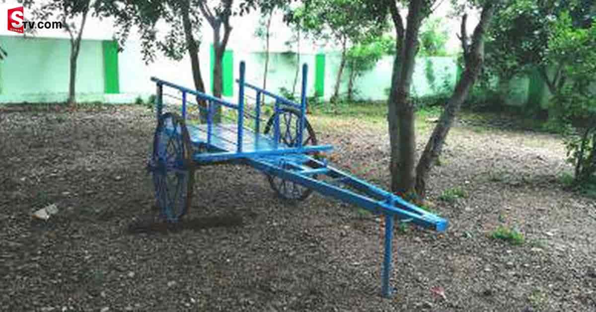A bullock cart ambulance in that village - Suman TV