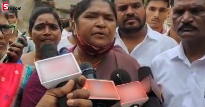 Sitakka in tears after visiting the girl family in Saibarabad - Suman TV